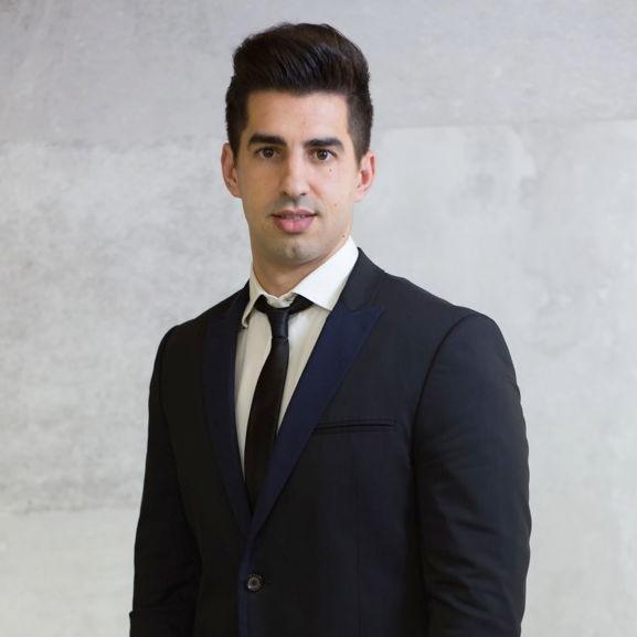 Carretero Muñoz, Antonio. Asesor Junior del Área Laboral